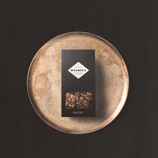 Vestida de flores - Diseño packaging premium para Selectos Balbina